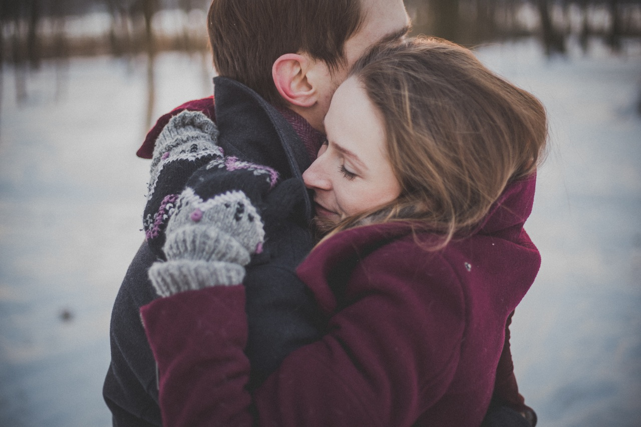 birine sarılmak