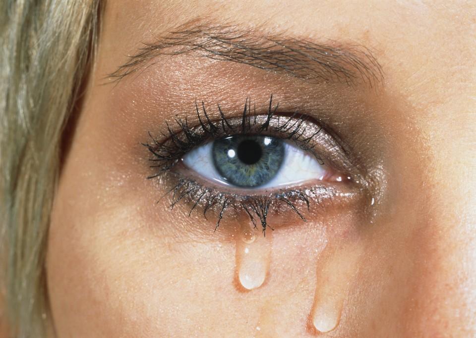 birinin ağladığını görmek