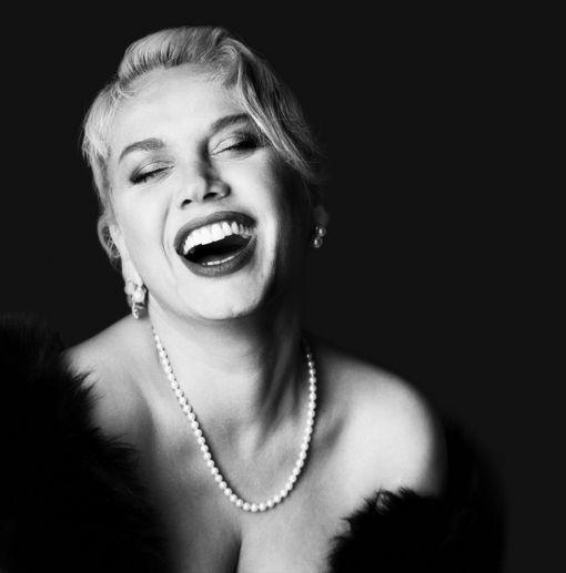 ünlü bir kadın şarkıcı görmek