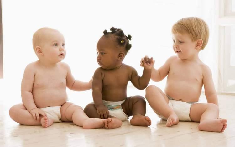 3 tane bebek görmek