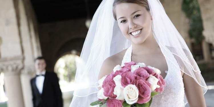 ablasının evlendiğini görmek