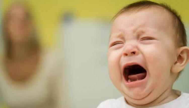 ağlayan bebek sesi duymak