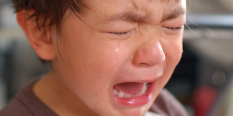 ağlayan erkek çocuğu görmek