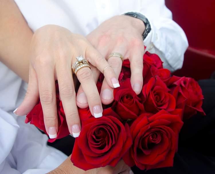akrabanın nişanlandığını görmek