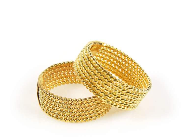 altın bileklik takmak