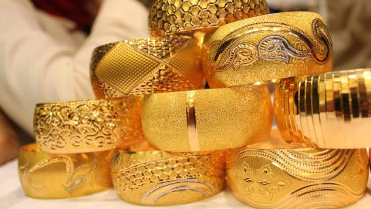 altın bilezik taktığını görmek