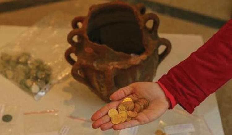 altın ve para bulmak
