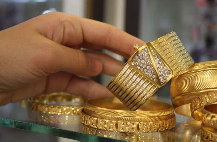 altınların çalındığını görmek