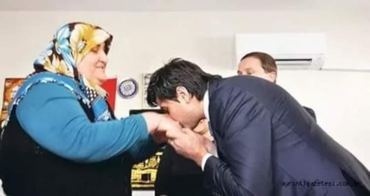 anne eli öpmek