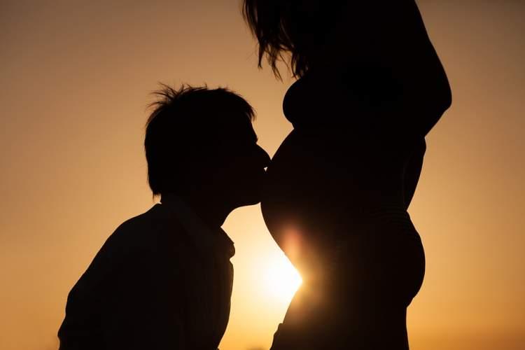 Rüyada Anne Karnında Erkek Bebek Görmek