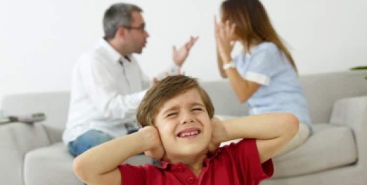 anne ve babanın kavga etmesi