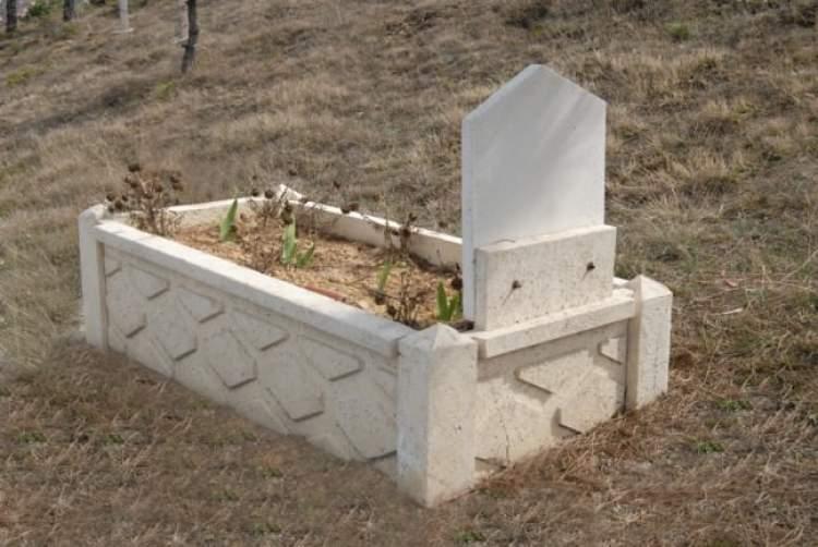 annenin mezarını görmek