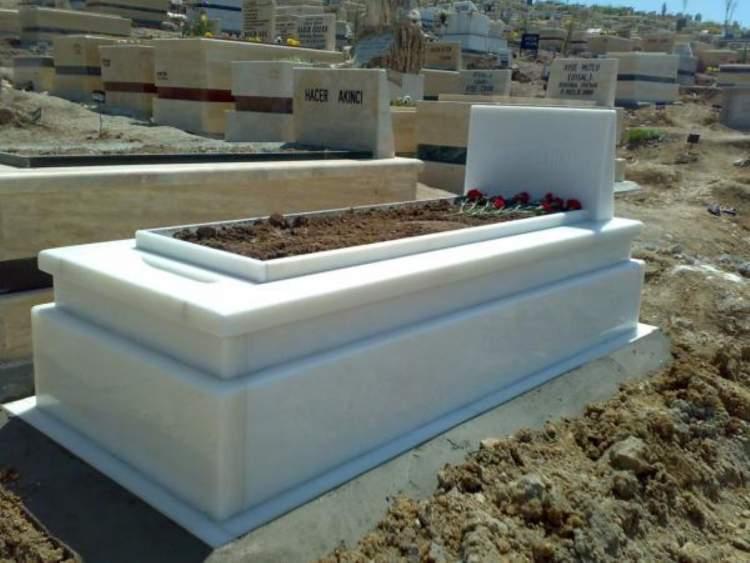 annesinin mezarını görmek