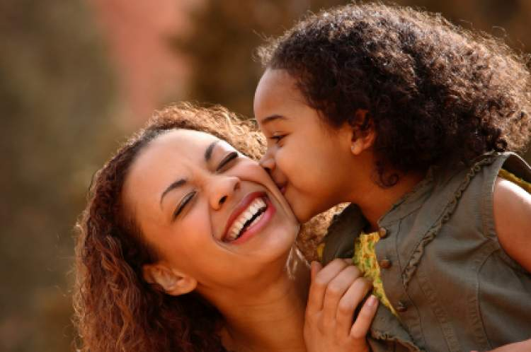 anneyi öpmek