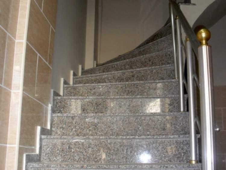 apartman merdiveni çıkmak