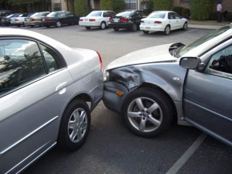 araba kazası geçirmek