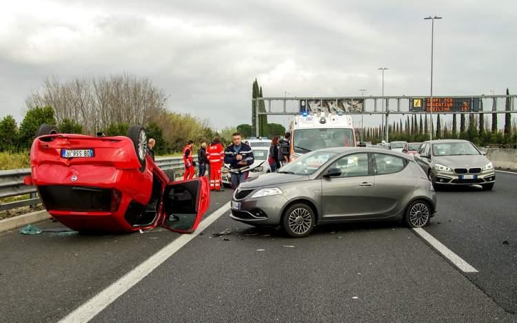 araba kazası yapan birini görmek