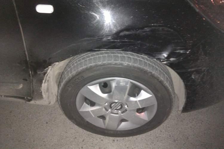 arabayı duvara çarpmak