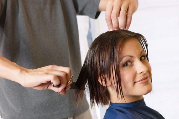 Rüyada Arkadaşının Saçını Kestirdiğini Görmek