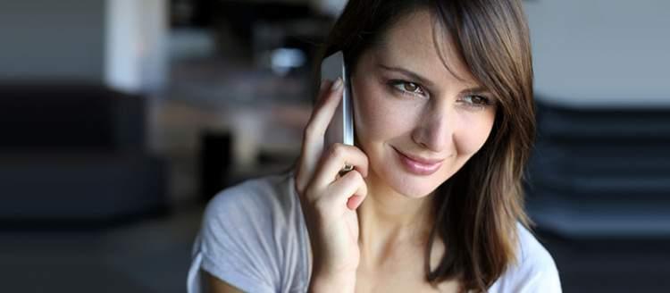 arkadaşla telefonda konuşmak