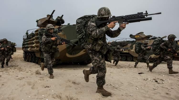 asker ve silah görmek