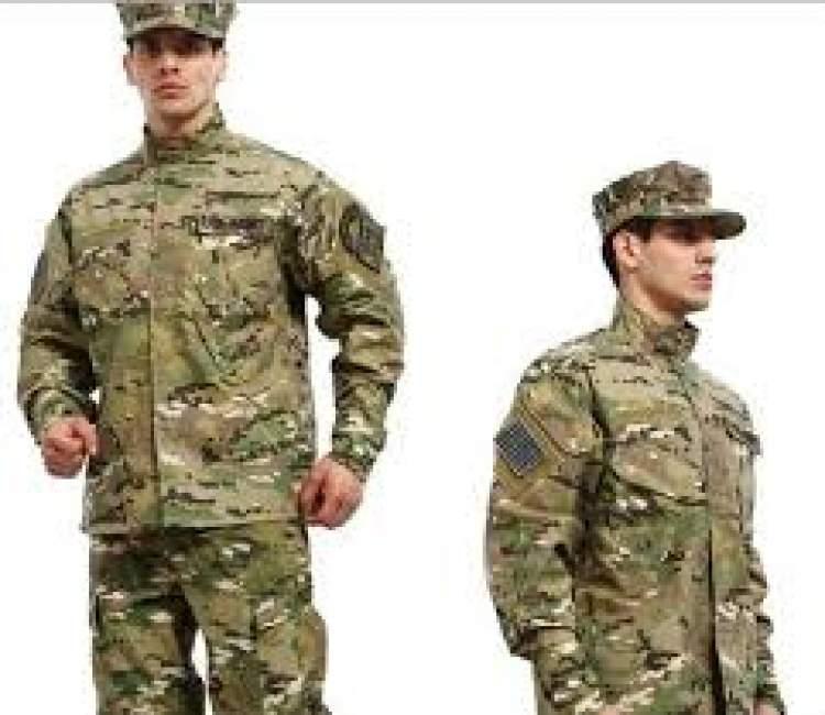 askeri üniforma giydiğini görmek