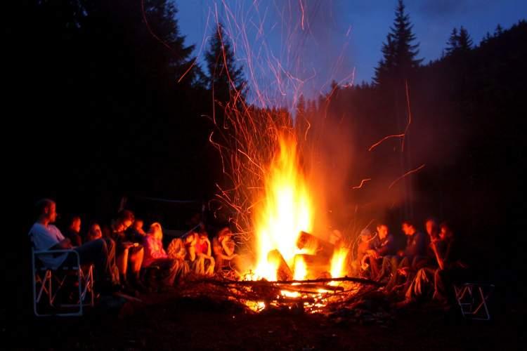 ateş yaktığını görmek