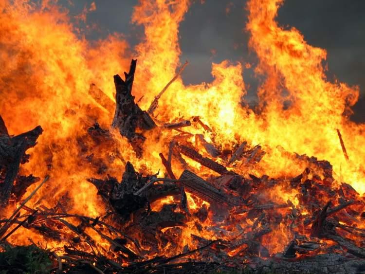 ateşe düşmek
