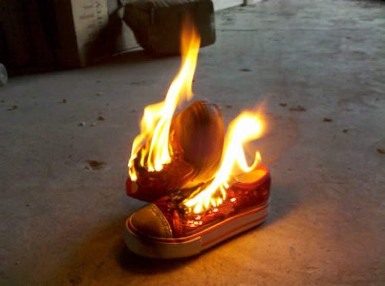 ayakkabı yakmak