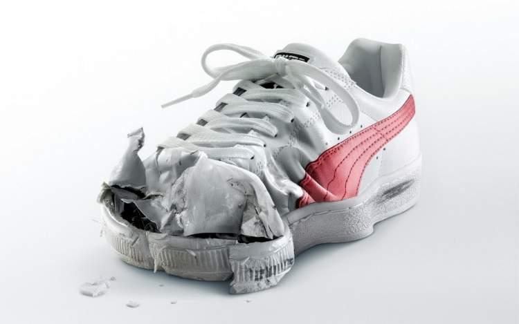 ayakkabının yırtılmasını görmek