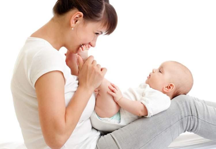 Rüyada Ayakta Bebek Sallamak