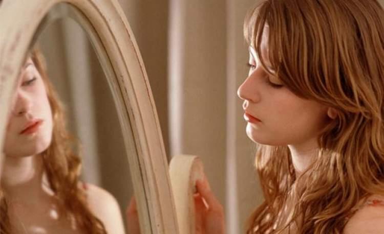 Rüyada Aynada Kendine Bakmak