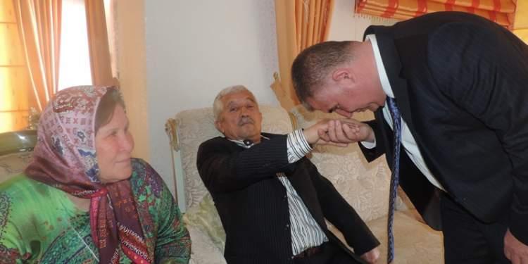 baba elini öpmek