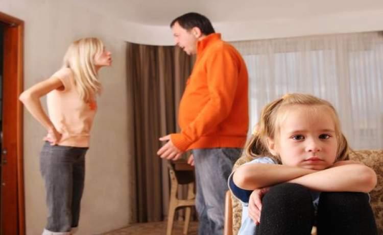 baba ile kavga ettiğini görmek