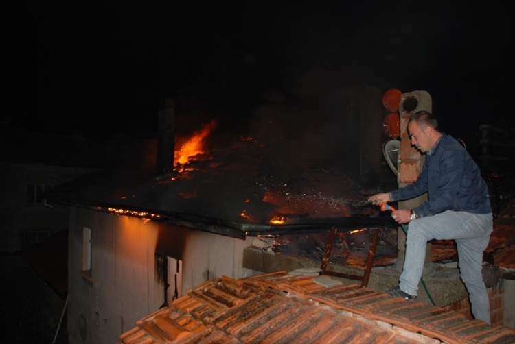 babasının evinin yandığını görmek