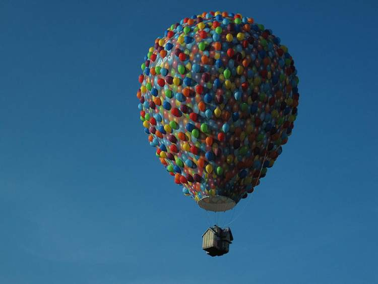 balon uçtuğunu görmek