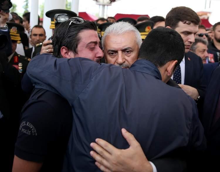 başbakana sarılmak
