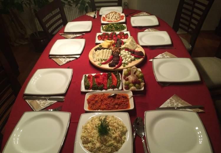 Rüyada Başkasının Evinde Yemek Yemek
