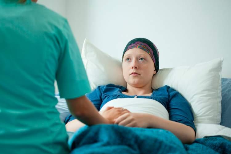 başkasının kanser olduğunu görmek