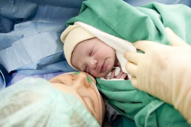 bebeğin doğduğunu görmek