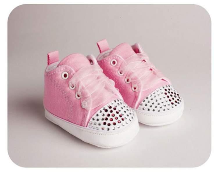 bebek ayakkabıları görmek
