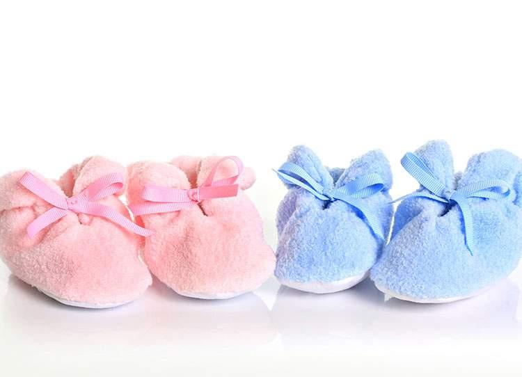 bebek ayakkabısı aldığını görmek