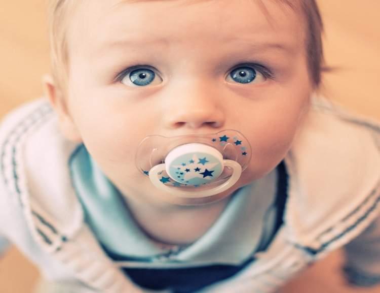 bebek emzirdiğini görmek