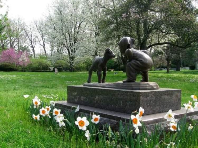 bebek mezarında dua etmek