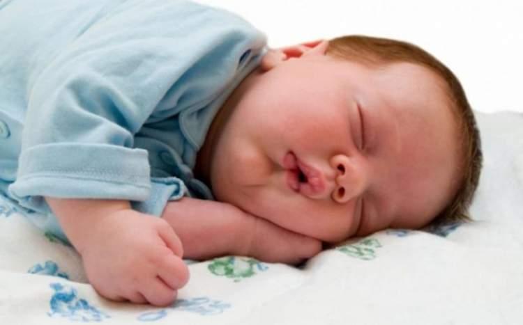 bebek uyuttuğunu görmek