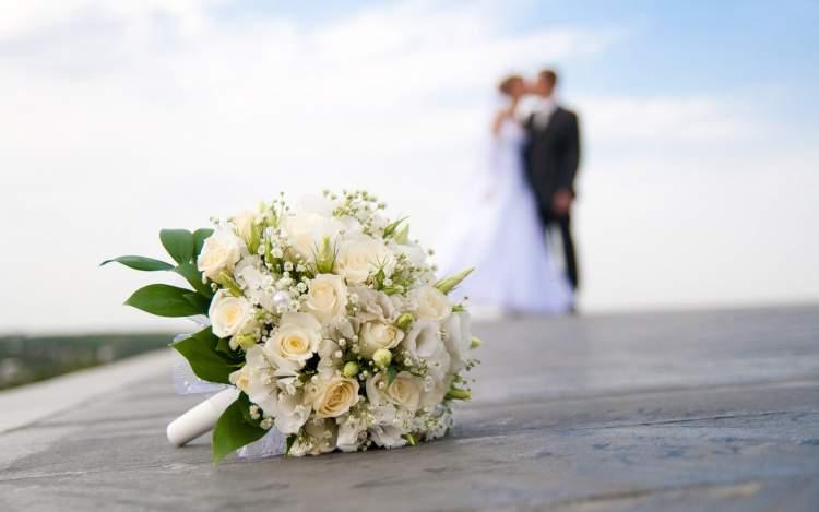 bekar birinin evlendiğini görmek