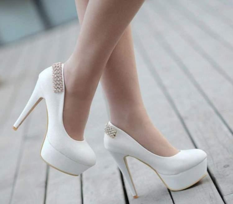 Rüyada Beyaz Ayakkabı Giydiğini Görmek