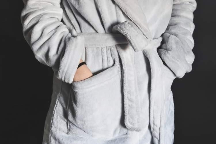 beyaz bornoz giymek