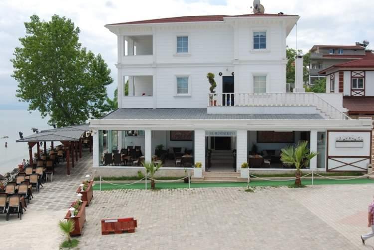 beyaz boyalı ev görmek