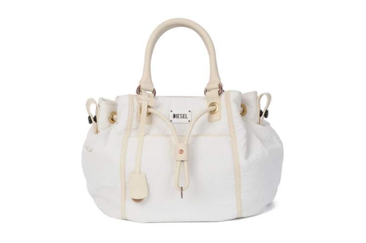 beyaz çanta görmek